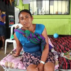 Konur á götunni í kjölfar eldgoss í Gvatemala